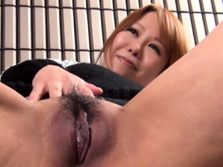 Asian pamper shows pussy