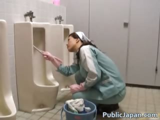 Asian cookie is washing an..